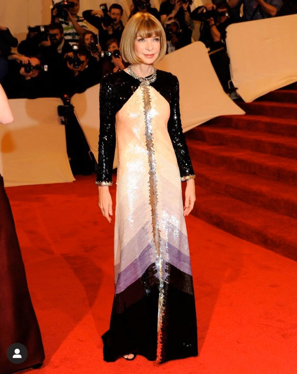Anna Wintour no MetGala 2011, um alta-costura Chanel